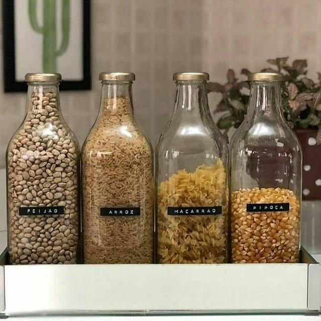 O que fazer com garrafas de vidro de suco de uva ou molho passata de tomate?