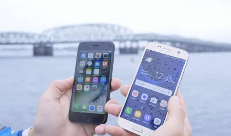 Duel Uji Ketahanan Menyelam Dalam Air iPhone 7 vs Galaxy S7