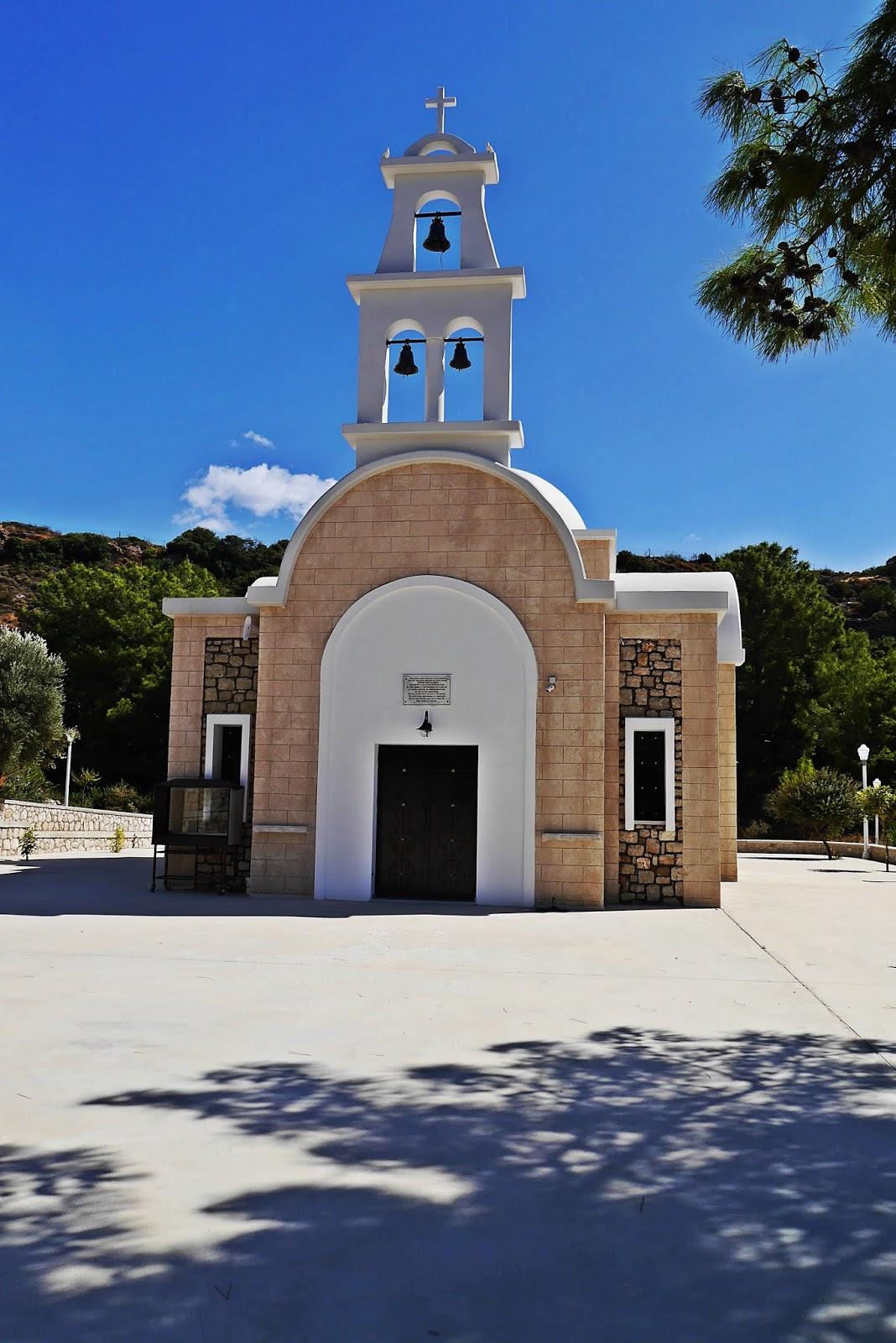 Kościół droga do anthony quinn bay grecja  karyn blog modowy blogerka modowa podróż pślubna