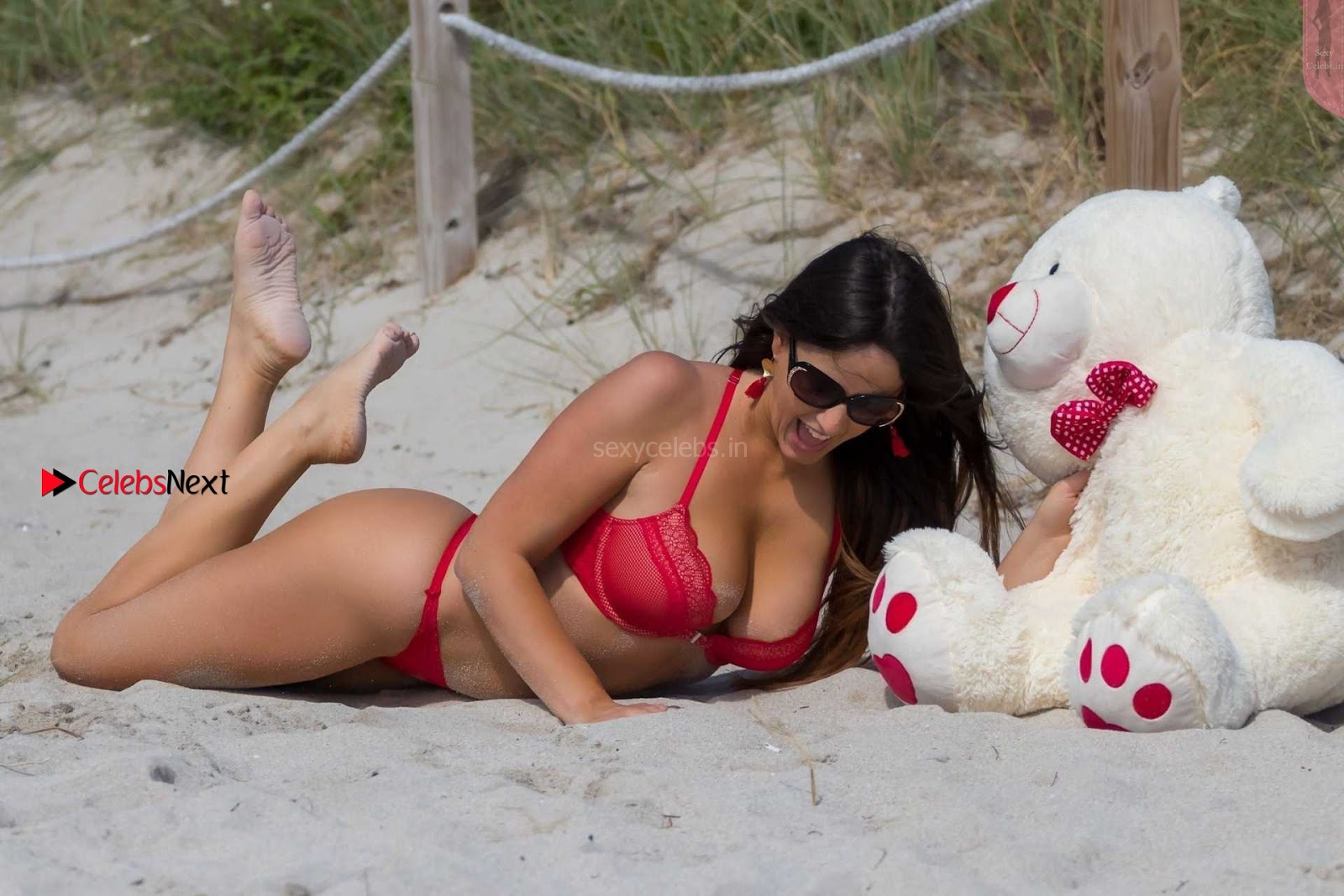 Claudia Romani wears sexy valentines day lingerie bra panties Feb 2018 ~ SexyCelebs.in Exclusive