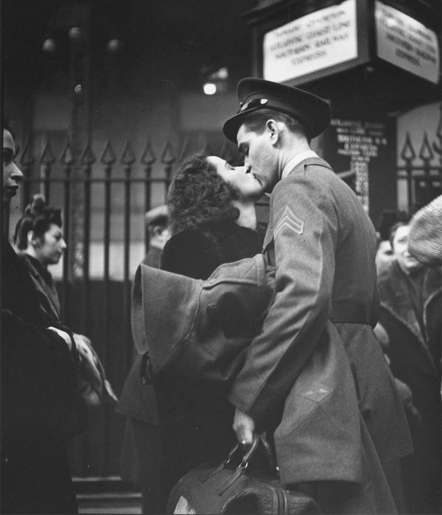 60 + 1 Heart-Warming Historical Pictures That Illustrate Love During War - Couple In Penn Station Sharing Farewell Kiss Before He Ships Off To War, 1943