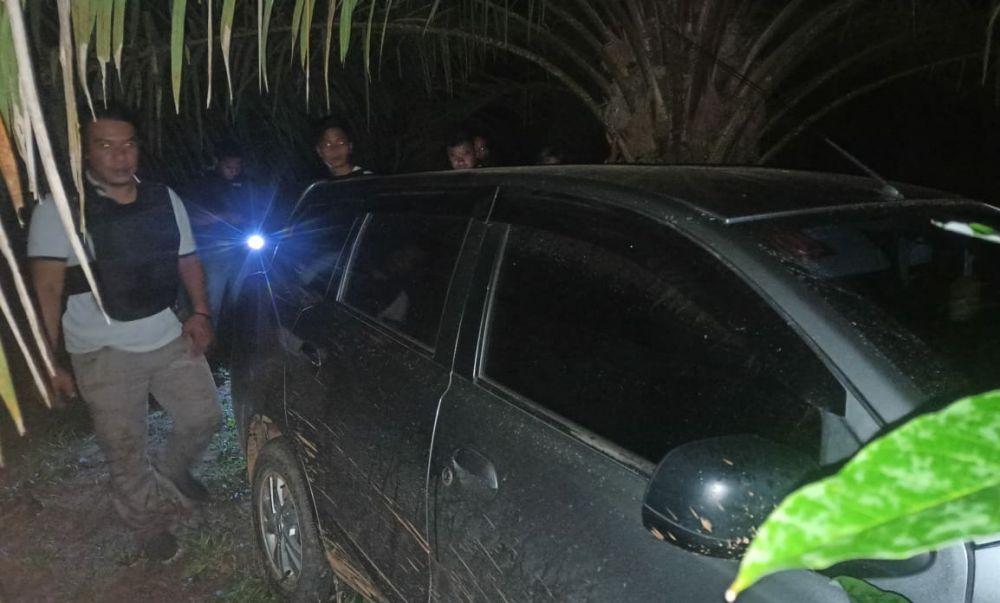 Kawanan Rampok Beraksi di Mestong, Mobil Tertinggal di Kebun Sawit