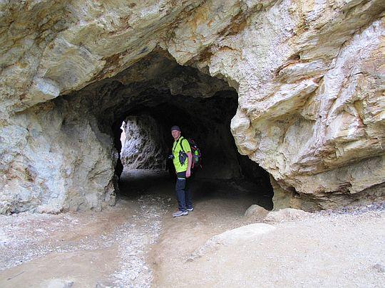 Tunel łączący Jeziorko Purpurowe i Jeziorko Żółte.