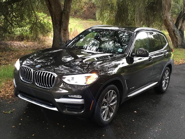 Front 3/4 view of 2018 BMW X3 xDrive30i