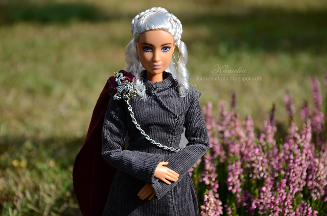 Daenerys Targaryen costume for Barbie doll Fashionistas