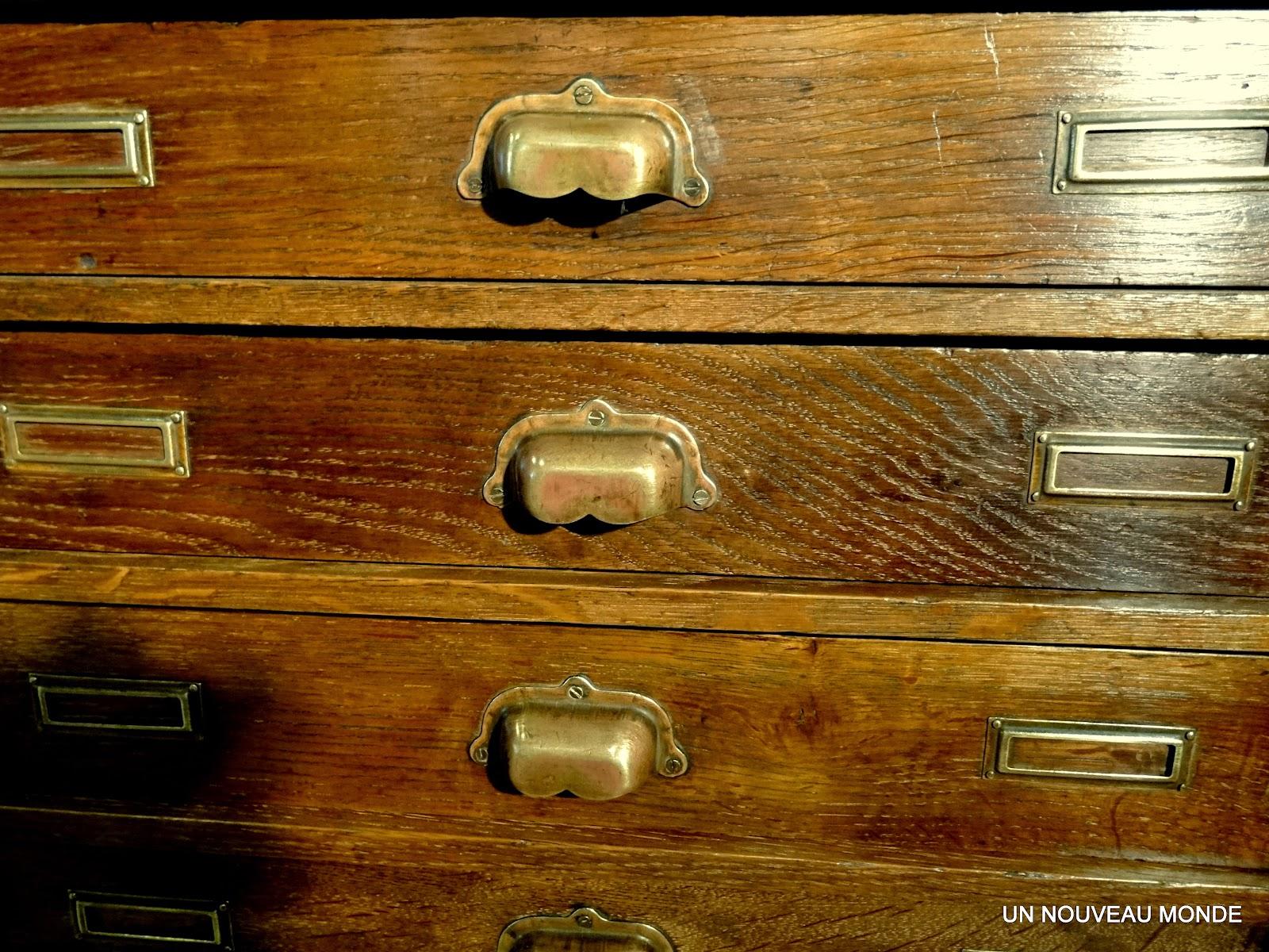Brocante d coration un nouveau monde meuble de m tier - Deplace meubles a roulettes ...