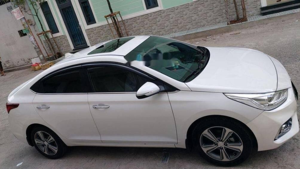 Phân biệt 2 loại cửa sổ trời ô tô: Sunroof và Moonroof