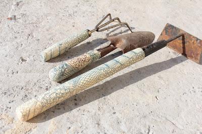 садовый инвентарь, лопатка, грабли, сапка. лопата
