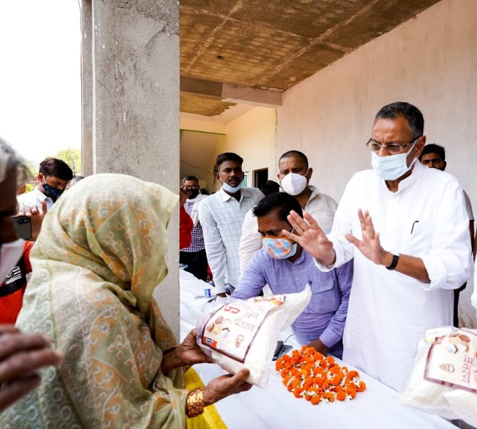 सांसद संजय सेठ ने सेवा ही संगठन अभियान के तहत गोद ली पंचायतों में वितरित किया राशन