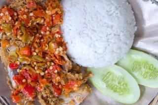Resep Ayam Geprek Sederhana Bumbu Istimewa dan Cara Membuat Sambal