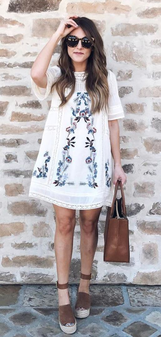 beautiful summer outfit idea / embroidered dress + brown platform espadrilles + bag