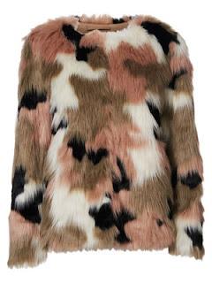 http://tc.tradetracker.net/?c=19761&m=12&a=236069&u=%2Fvero-moda%2Fcoats-and-jackets%2Fvmclea-short-fake-fur-jacket%2F10141806%2Cfr_FR%2Cpd.html%3Fdwvar_10141806_colorPattern%3D10141806_MahoganyRose_481365