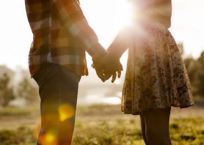 7 Kalimat Ini Bisa Membuat Cewek Merasa Berharga Bersamamu