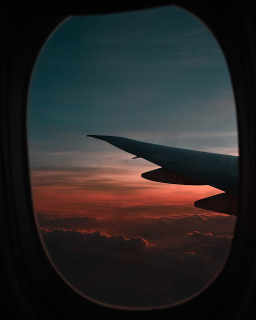 رمزية نافذة طائرة فوق السحب للتصميم بدون حقوق العدد 9