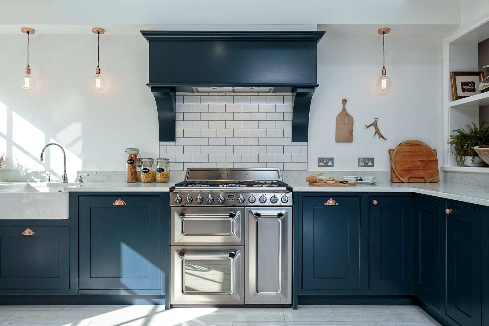 Maple gray blue shaker kitchen for Dark blue kitchen units