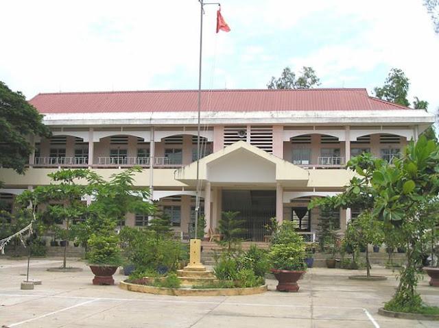Trường THCS An Lục Long, nơi xảy ra vụ việc