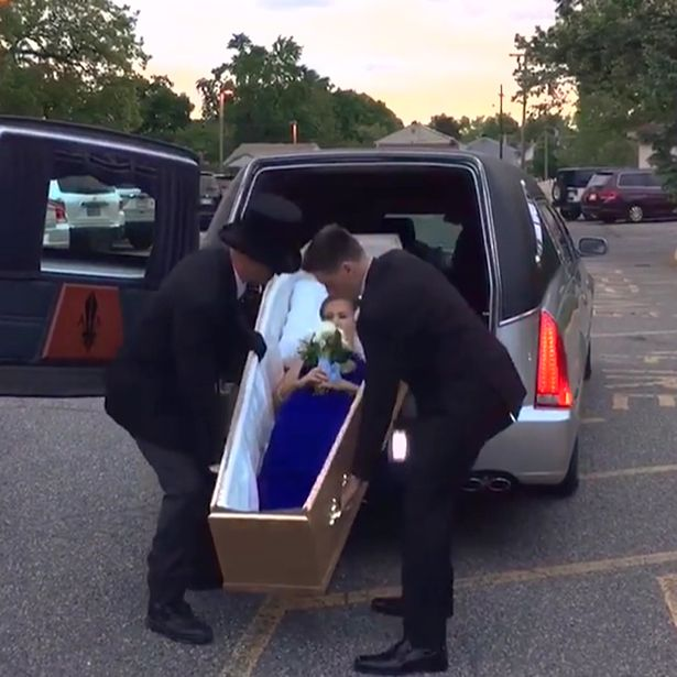 Teen turns up to prom in a coffin Strange: Girl Shows Up For Prom in Coffin