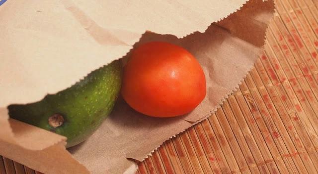 matangkan buah dengan kantong kertas