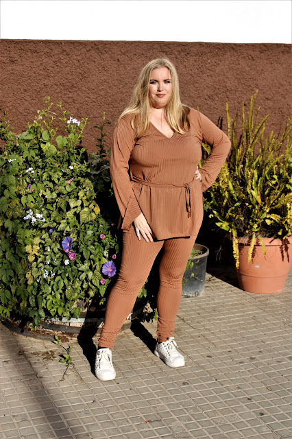 brown_ribbed_belted_loungwear_set_femmeluxe_lachicadelmilenio