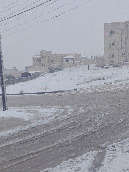 شاهد صور الثلوج في الحسينية / الكرك اليوم 19-1-2018