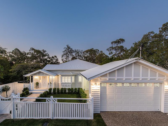 Gorgeous hamptons house in queensland desire empire for Hampton style home designs