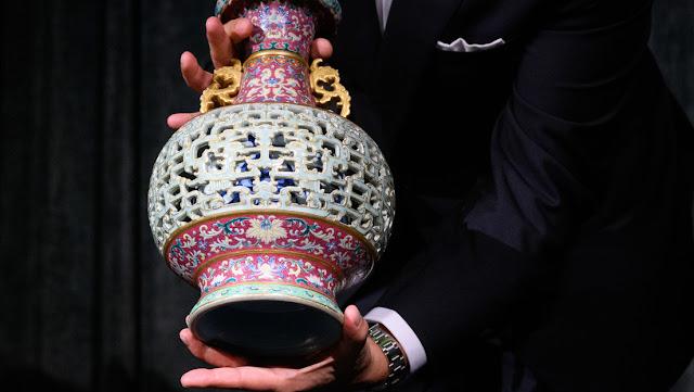 Una mujer descubre en su casa de campo un jarrón chino valorado en unos 10 millones de dólares
