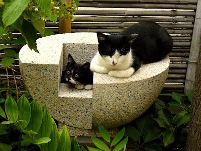 泉 久保極の万成石の彫刻