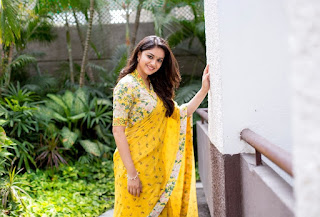 Keerthy Suresh in Yellow Saree with Cute and Awesome Lovely Smile for Mahanati Promotions 2