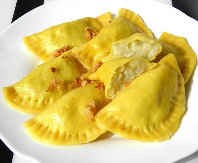 pierogi z żółtym serem i ziemniakami