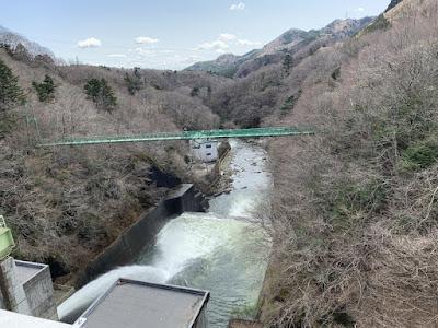 ダムからの放流
