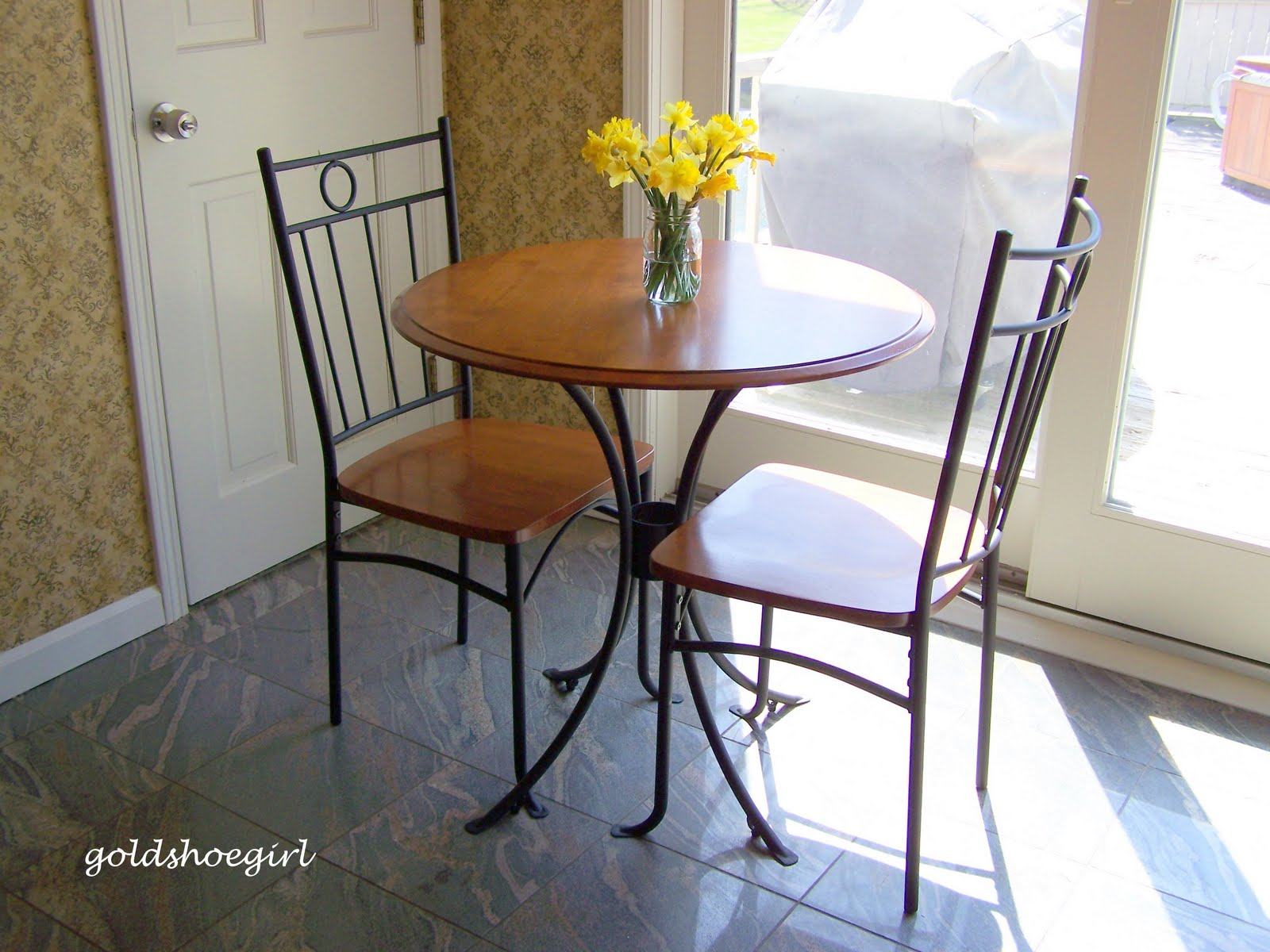 Gold Shoe Girl: New Kitchen Table Set
