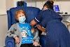 La prima dose di vaccino iniettata alla 90enne Margaret Keenan, nel mondo continua ancora la corsa ai vaccini