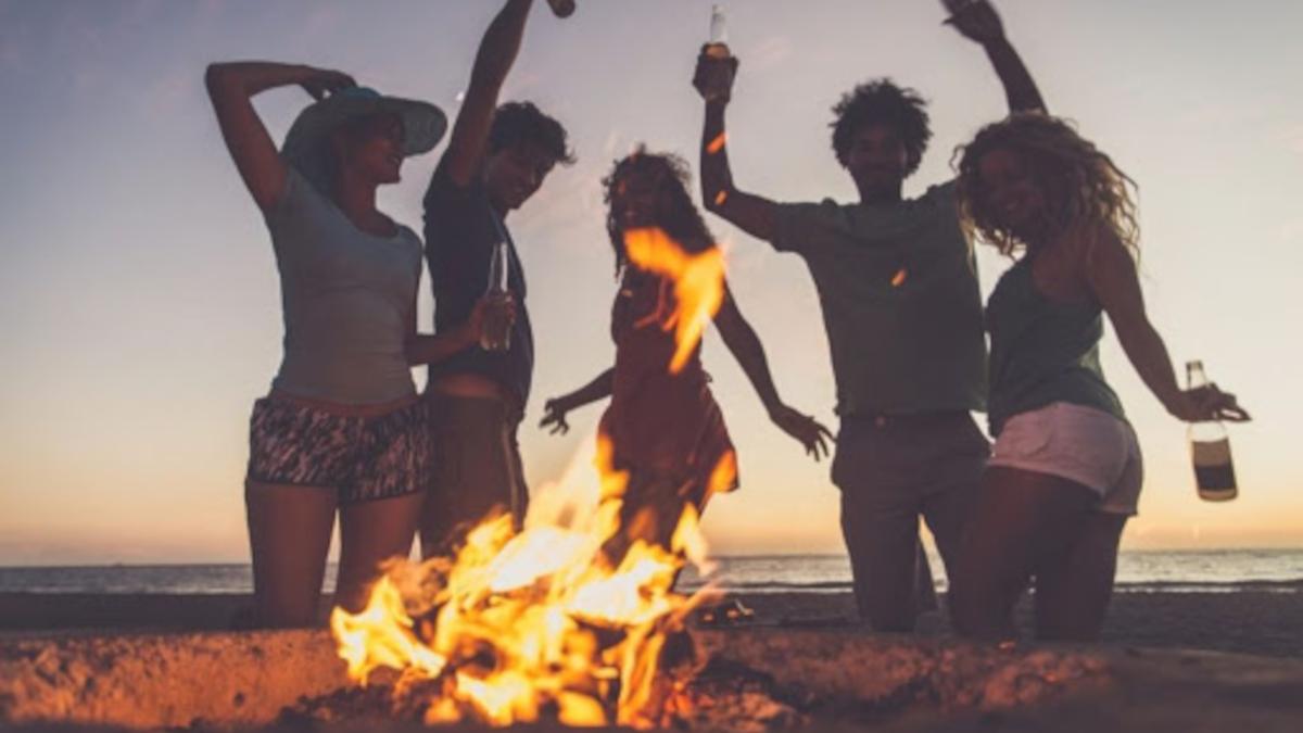 Comune Catania divieto falò feste in spiagge ed alcol Covid