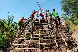 Satgas Pamtas RI - RDTL Bantu Pembangunan Rumah Adat di Dusun Oeana