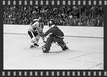 11/7/74:  Bobby Orr slices between Caps...