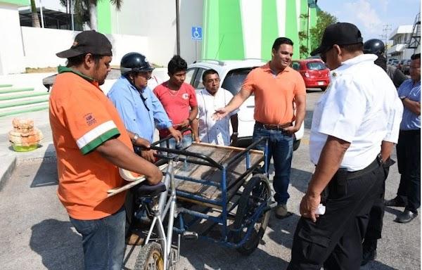 Multan a ciudadano con $1600 pesos por no portar placas para su TRICICLO más el arrastre de la grúa (VIDEO).