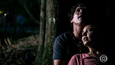 Rui (Romulo Arantes Neto) e Rita (Alanis Guillen) consegue escapar do cativeiro, em 'Malhação - Toda Forma de Amar' — Foto: TV Globo