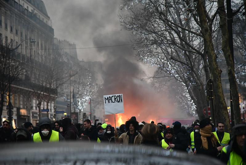 """Vers un tête-à-tête entre des """"gilets jaunes"""" et Macron pour le premier anniversaire du mouvement?"""