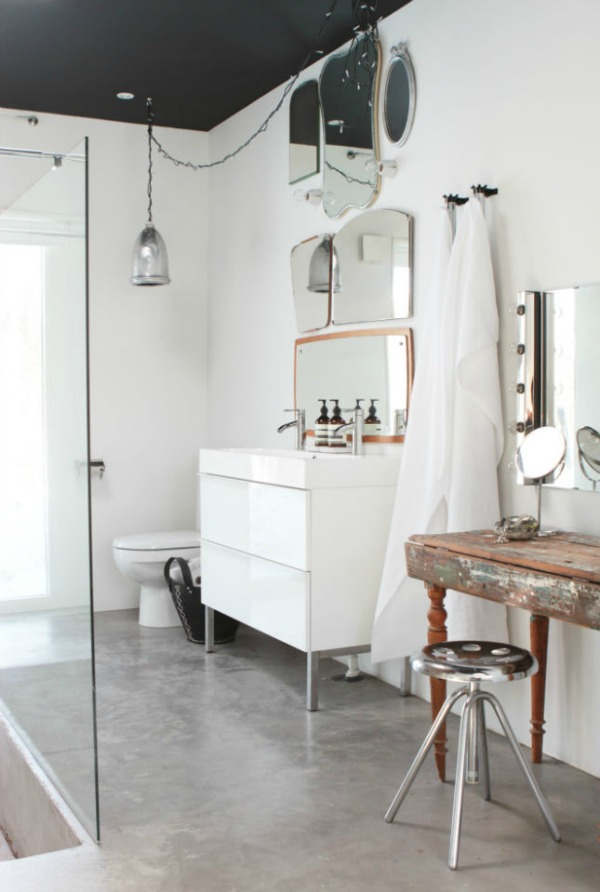 Bathroom: concrete floors