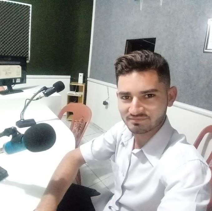 RADIALISTA ACUSA EX PREFEITO DE MONSENHOR TABOSA DE TER TOMADO SEU CELULAR DENTRO DO HOSPITAL DURANTE REPORTAGEM