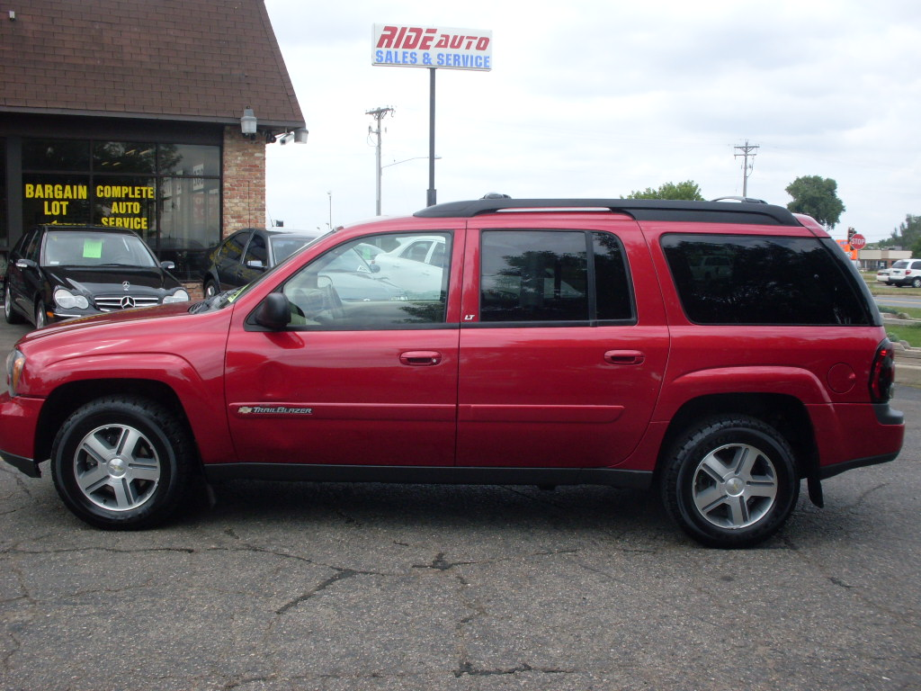 Ride Auto: 2004 Chevrolet trailblazer red