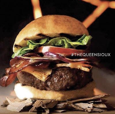 Hamburguesa The Queen Sioux de Sioux Urban Grill en Bogotá