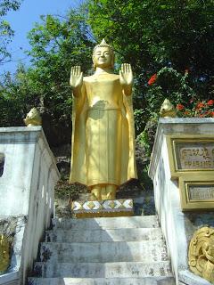 Resultado de imagem para Monges budistas jogando vôlei, imagens