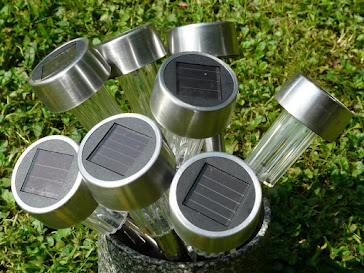 solar-panels-on-solar-lights