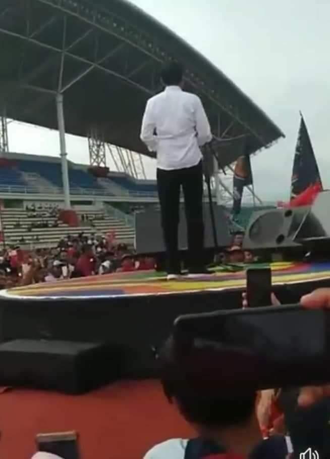 Rahasia di Balik Kemeja Putih Pak Jokowi