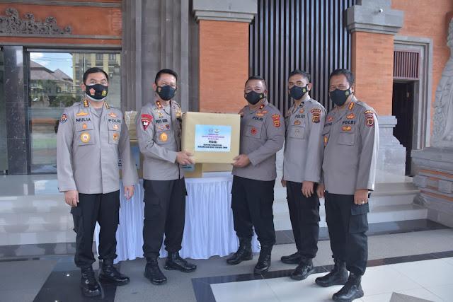 Kapolda Jambi Melalui Wakapolda Jambi Brigjen Pol Drs Yudawan Serahkan Bantuan Korban Bencana Alam NTT
