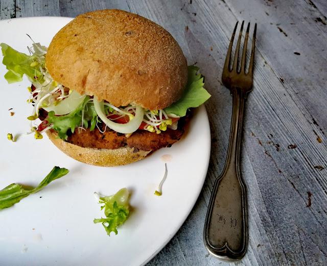 Bezglutenowe burgery wegańskie z batatów bez smażenia