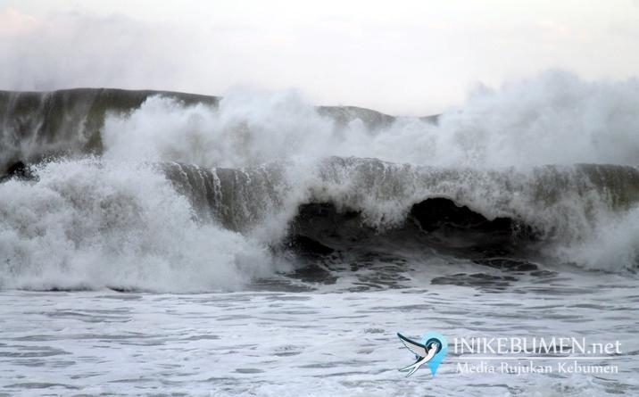 Waspada! Gelombang Tinggi 4 Meter di Perairan Selatan Kebumen