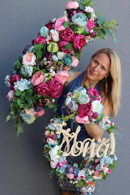 Ślub na Santorini tonący w kwiatach