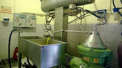 Proces centrifugiranja i odvajanja maslinovog ulja od komine i vode
